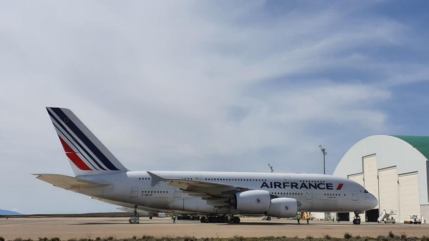 Uno de los Airbus 380 de AirFrance que han aterrizado esta mañana en Teruel.