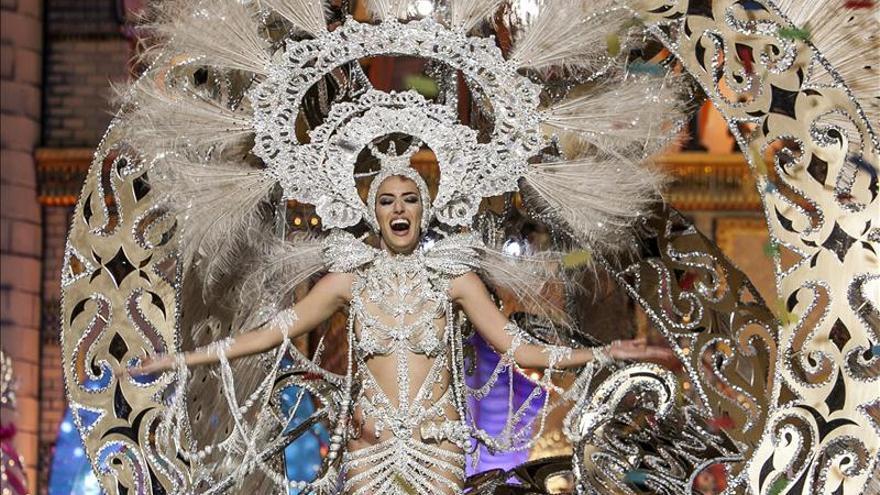 """""""La Princesa de las mil rosas"""" reina en el carnaval de Las Palmas"""