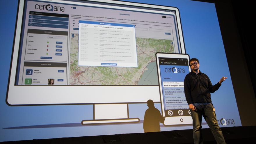 Uno de sus creadores presentando la App en Valencia.