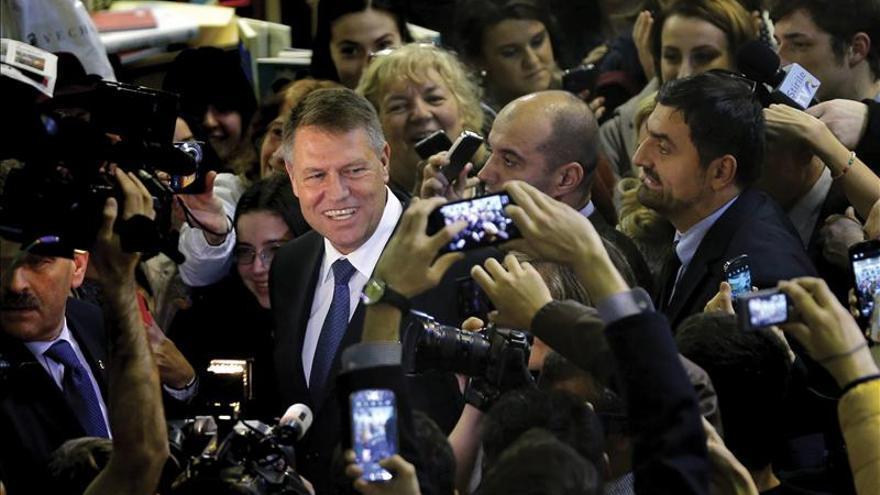 """El presidente electo rumano llama a los moldavos a votar por un """"futuro europeo"""""""