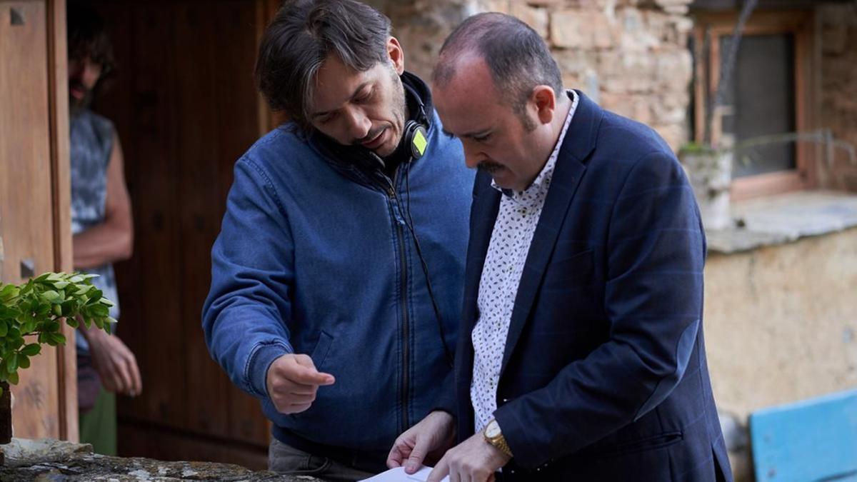 Alberto Caballero con Carlos Areces en el rodaje de 'El Pueblo'