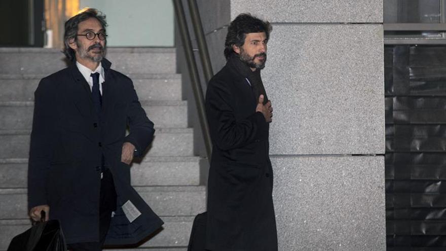 Empresaria acusa a Oleguer de cobro de mordidas en operación con el Santander