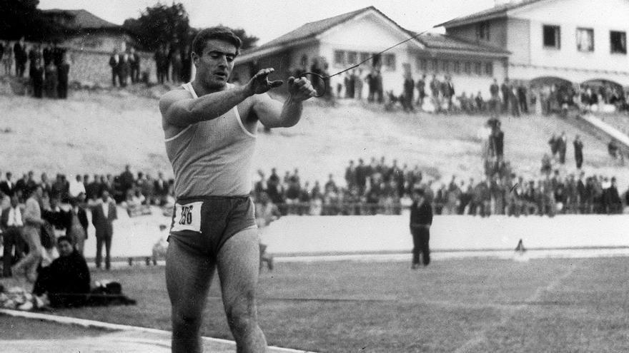Miguel de la Quadra-Salcedo en los Campeonatos de España de 1956 / EFE