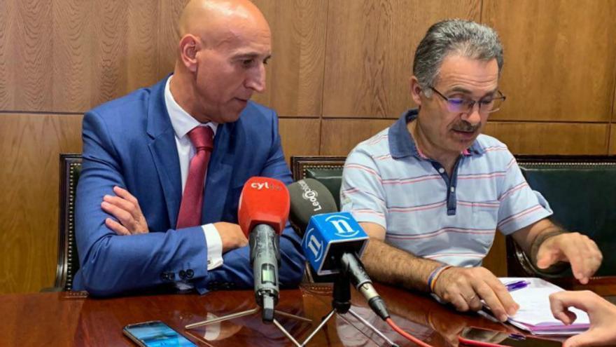 Rueda de prensa del alcalde de León y el concejal de Podemos