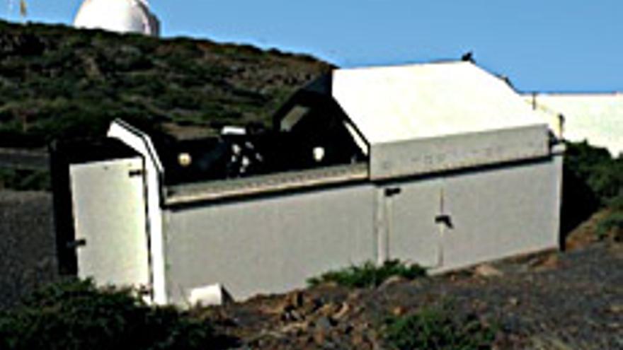 SuperWASP es una cámara fotográfica robótica de campo extremadamente ancho. Se utiliza como un instrumento de sondeo y es capaz de obtener imágenes de todo el cielo visible cada 45 minutos más o menos. Foto: IAC