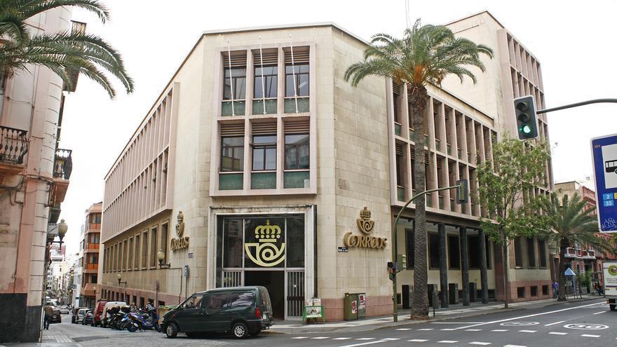 Oficina de Correos en la calle Primero de Mayo, en Las Palmas de Gran Canaria (ALEJANDRO RAMOS)