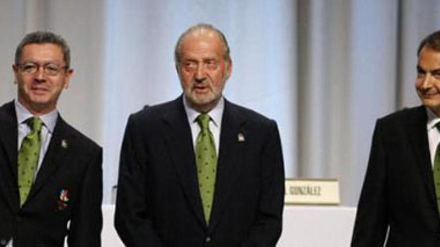 Gallardón, Don Juan Carlos y José Luis Rodríguez Zapatero. (EP)