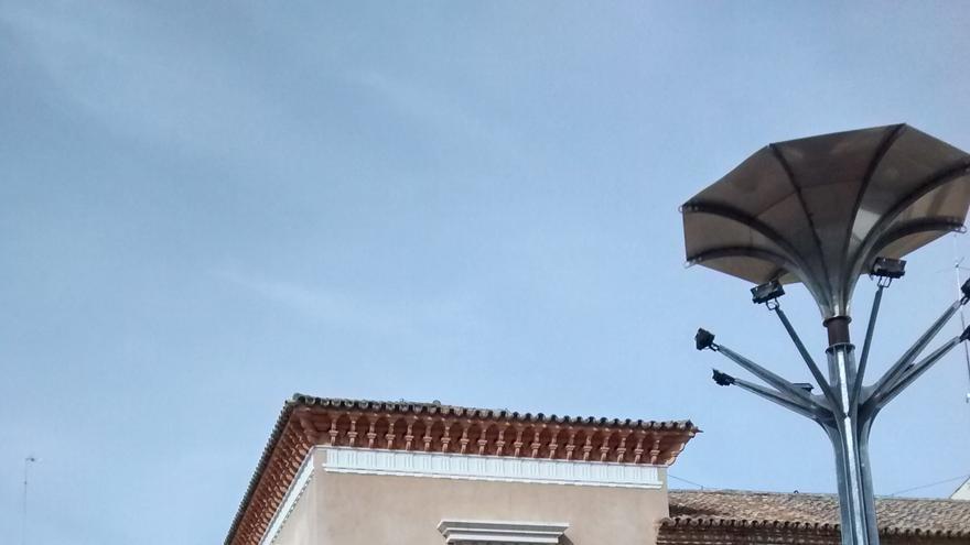 Farola pública junto al edificio del Ayuntamiento de Almendralejo