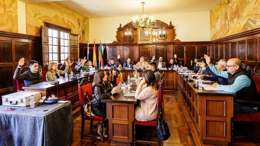 Un momento de la sesión plenaria en el Ayuntamiento de Los Llanos.