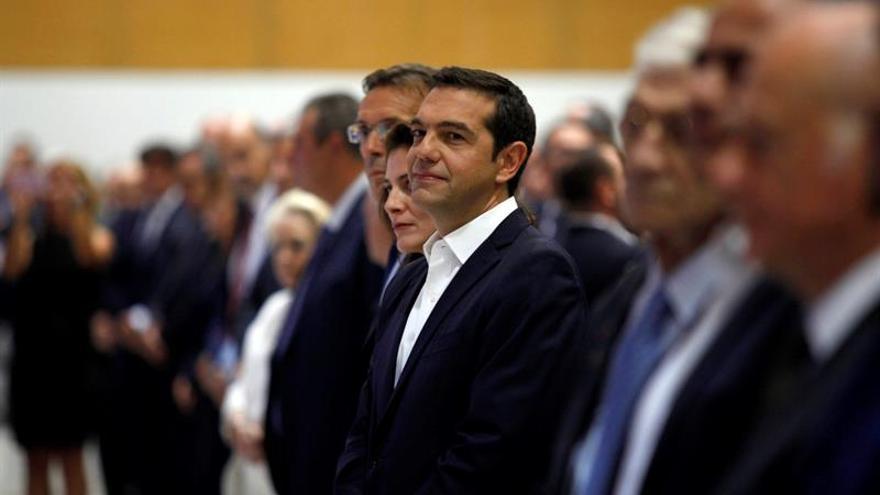 Tsipras apela a FMI a decidir antes de fin de año si participa en rescate