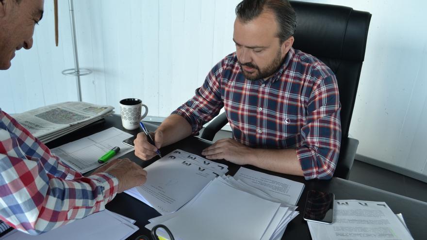 Rafael Cuiña, alcalde de Lalín, en su despacho