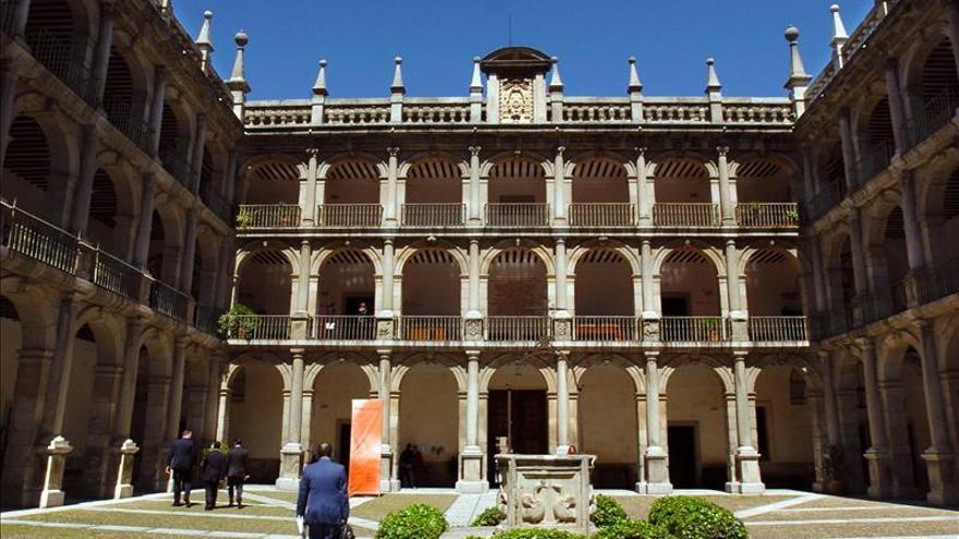 La Universidad de Alcalá de Henares recibe la Medalla de Honor de la Academia de Bellas Artes