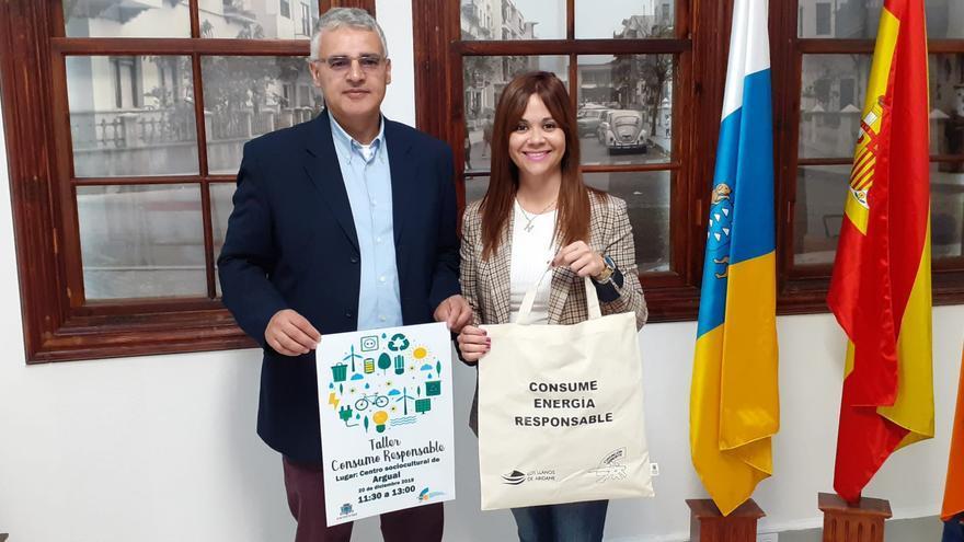 Elena Concepción Marrero, concejal de Acción Social. y Eduardo Calderón, gerente de Isonorte.