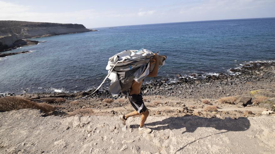 """Adiós a la ocupación ilegal de La Caleta de Adeje: """"No vamos a permitir más asentamientos"""""""