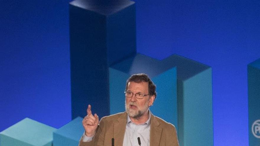 Rajoy pide un presupuesto para la eurozona a medio plazo y eurobonos, a largo