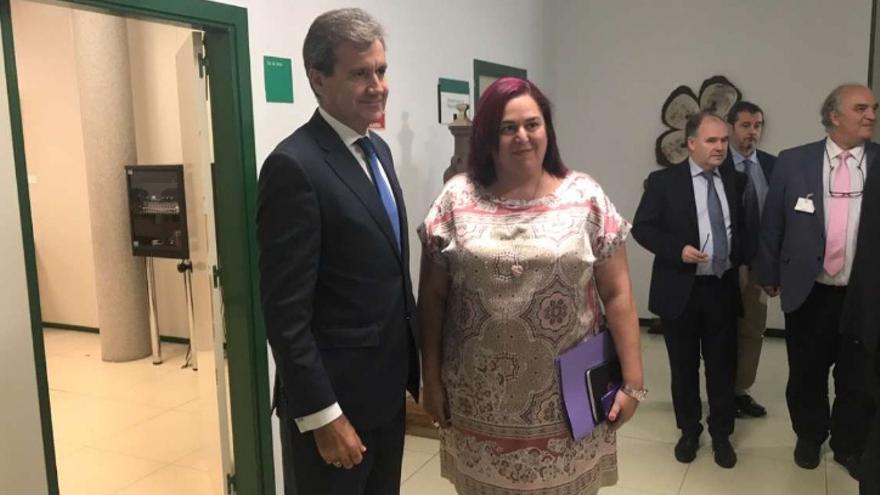 La consejera de Medio Ambiente y Rural, Políticas Agrarias y Territorio, Begoña García, se reúne en Mérida con el presidente de RENFE, Juan Alfaro