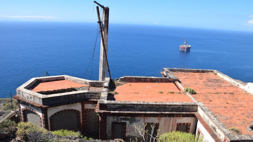 Localizado en la Atalaya, se trata de un antiguo semáforo de señales náuticas y estación telegráfica