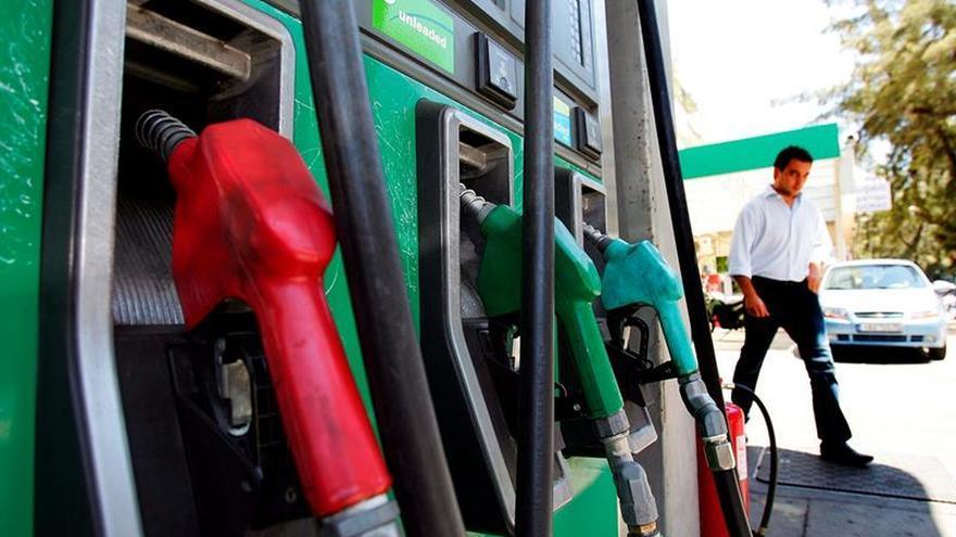 La gasolina baja un 0,1 % y el gasóleo sube un 0,2 por ciento