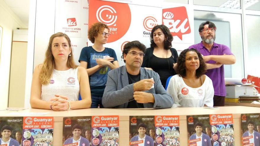 Nerea Belmonte, primera por la izquierda, sentada junto a Miguel Ángel Pavón