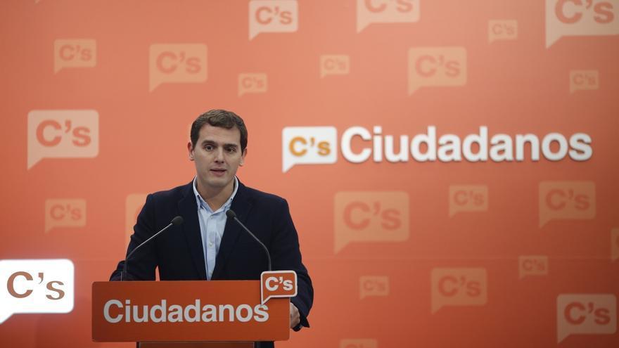 """Rivera contesta a Puigdemont que son los militantes de la CUP los que se """"criminalizan"""" al cometer delitos"""