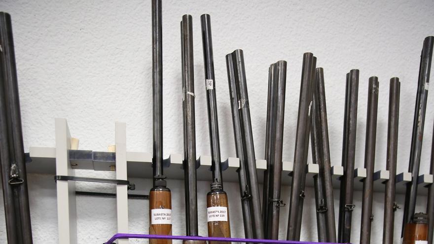 Exposición de armas que subasta la Guardia Civil