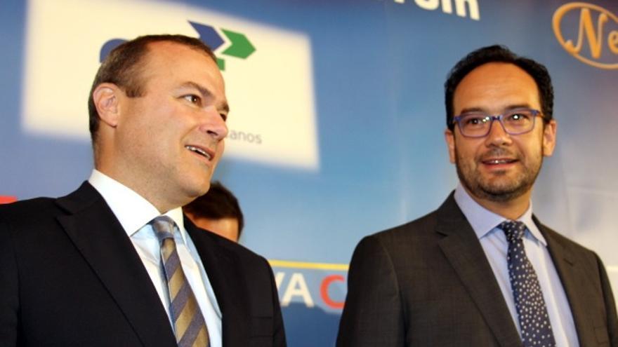 Augusto Hidalgo y Antonio Hernando en el Foro de la Nueva Ciudad