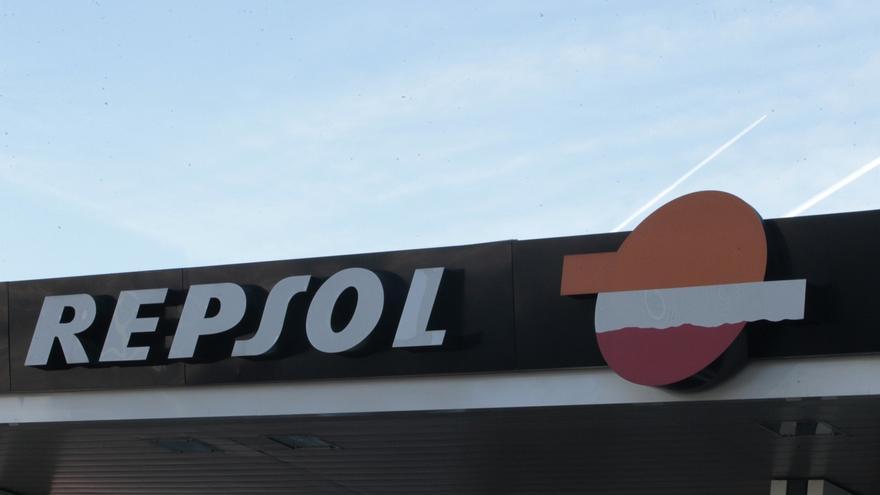 Repsol reducirá en 750 empleados su plantilla en España, la mitad del ajuste total previsto, según sindicatos