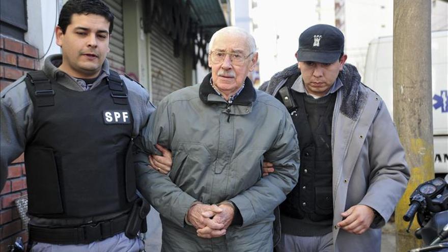 Los restos de Videla abandonan la morgue de Buenos Aires con un destino incierto