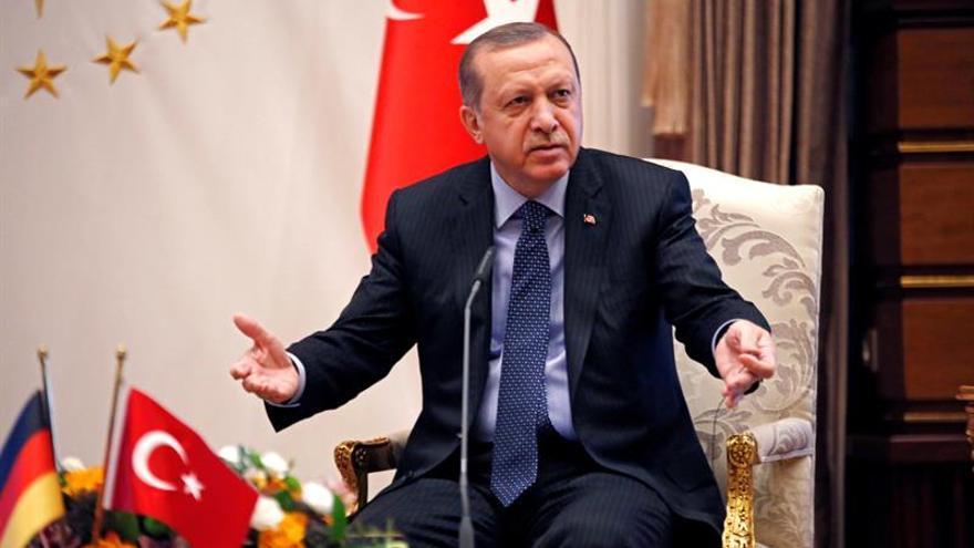 Turquía investiga una pancarta de amenaza a Erdogan en una protesta en Suiza