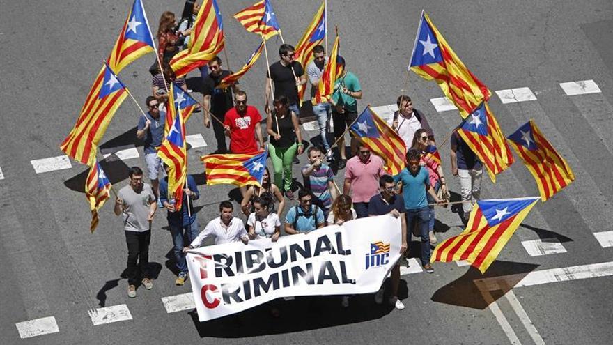 Varios miles de personas protestan en Barcelona por la suspensión de leyes