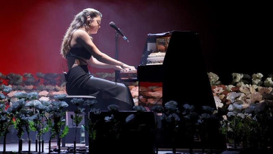 La solista pamplonesa Amaia durante un concierto.
