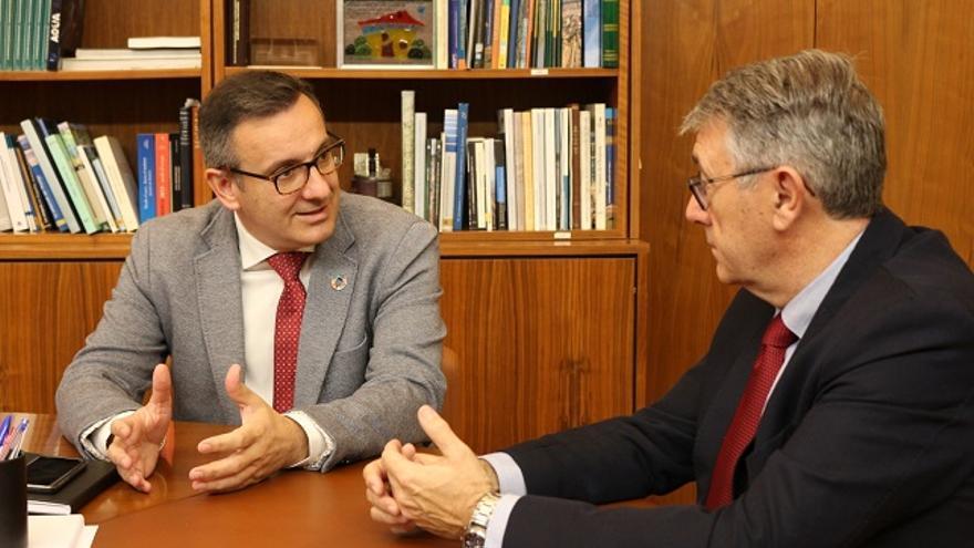 El presidente de la CHS, Mario Urrea, y el secretario general del PSOE-PSRM, Diego Conesa