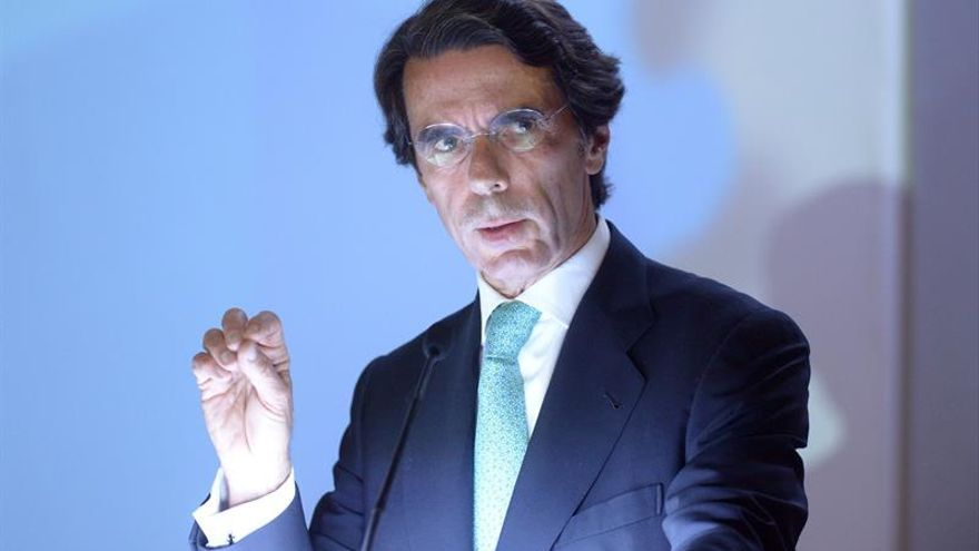 Aznar rompe su relación con el PP de Rajoy al dejar la Presidencia de honor