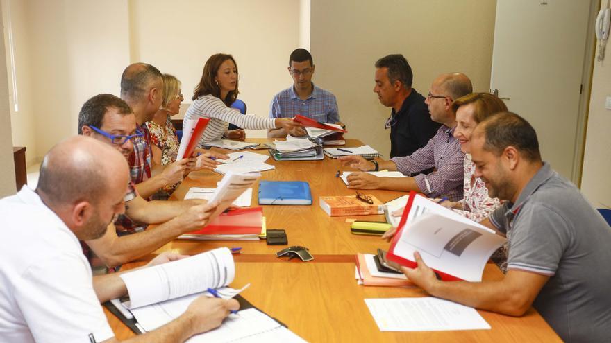 El concejal de Recursos Humanos de Las Palmas de Gran Canaria, Mario Regidor, reunido con los representantes sindicales del Ayuntamiento
