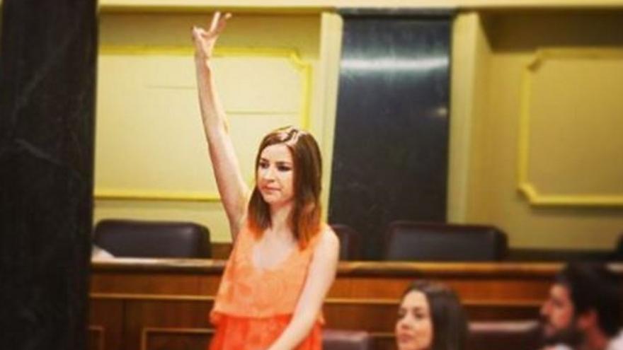 La diputada Ana Terrón en el momento de prometer su cargo este martes.