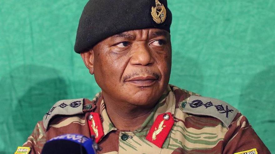 El autor del golpe contra Mugabe jura el cargo como vicepresidente de Zimbabue