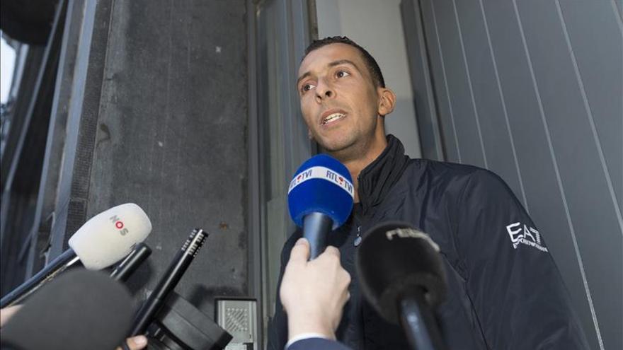 Uno de los presuntos autores de los atentados de París habría llegado al estadio de Bruselas