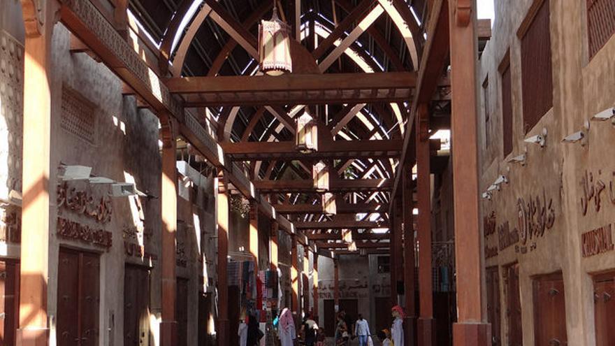 Calles techadas del viejo Zoco de Dubai. Balazs Szanto