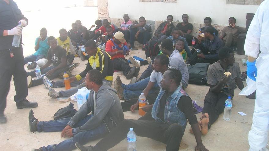 Llega a la Isla de Alborán una patera con 35 personas a bodo, dos de ellos niños y cinco mujeres
