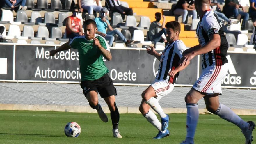 Moutinho, en el amistoso ante el Badajoz | CÓRDOBA CF