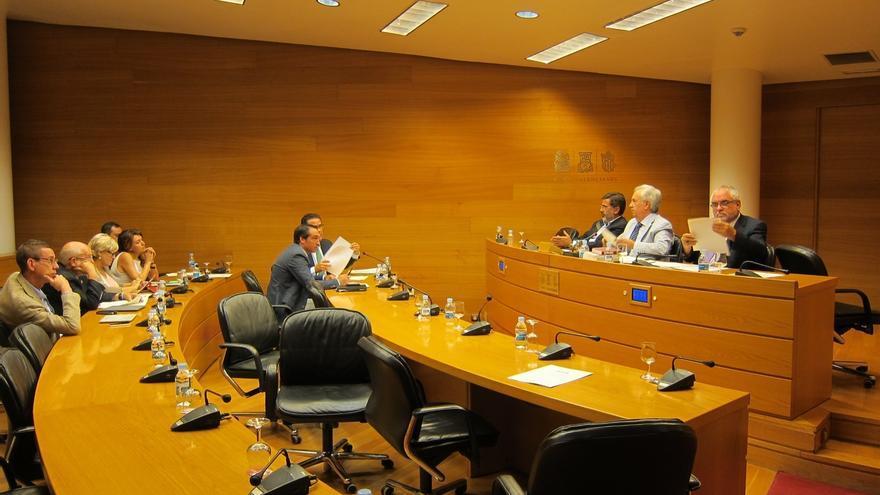 La oposición valenciana deja la Comisión para reforma el estatuto hasta que se apruebe la pendiente en el Congreso