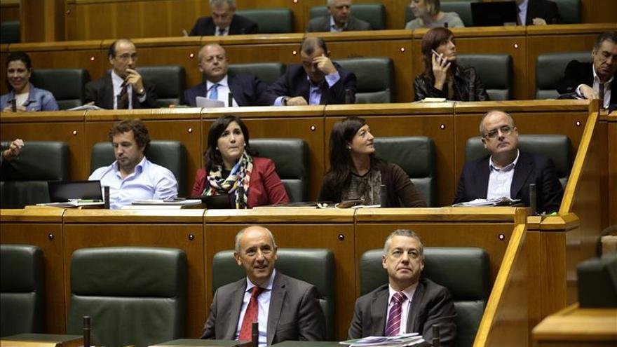 El Parlamento Vasco acuerda finalmente condenar los atentados de París y Mali