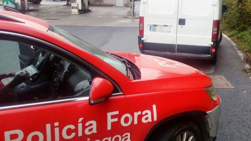 Denunciado en Santesteban por conducir una furgoneta sin carné B y dar positivo en cocaína