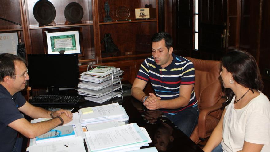 En la imagen, reunión mantenida con José Téllez en el Ayuntamiento de El Paso.