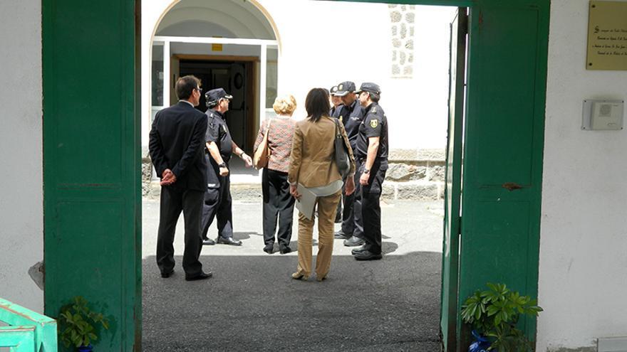 La Defensora del Pueblo, Soledad Becerril, a su llegada al CIE de Las Palmas de Gran Canaria.