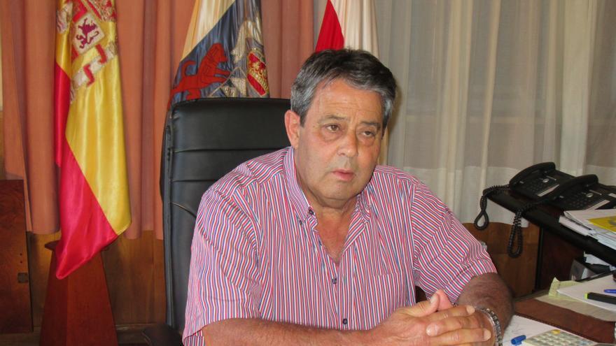Blas Bravo, este jueves, en su despacho del Ayuntamiento de Breña Alta. Foto: LUZ RODRÍGUEZ.