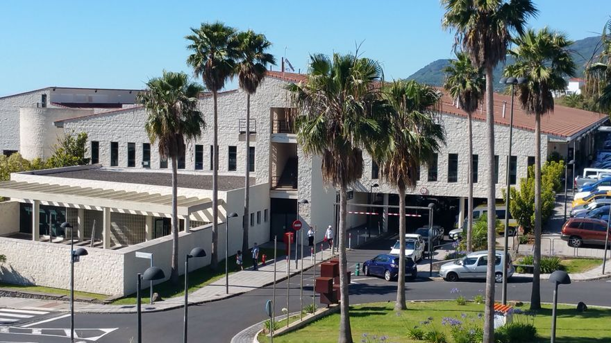 Tres pacientes COVID ingresan en la planta de Medicina Interna del Hospital de La Palma