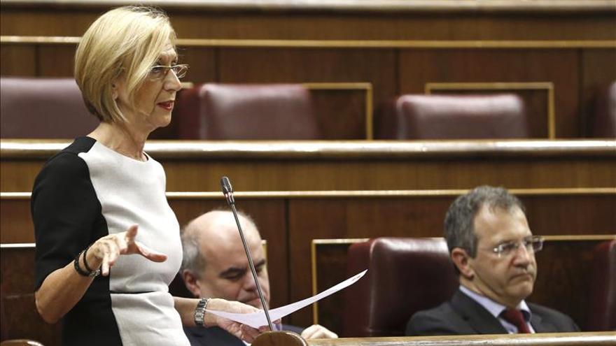 Rosa Díez dice que Mato debe dimitir aunque no vaya a juicio, en defensa del Gobierno