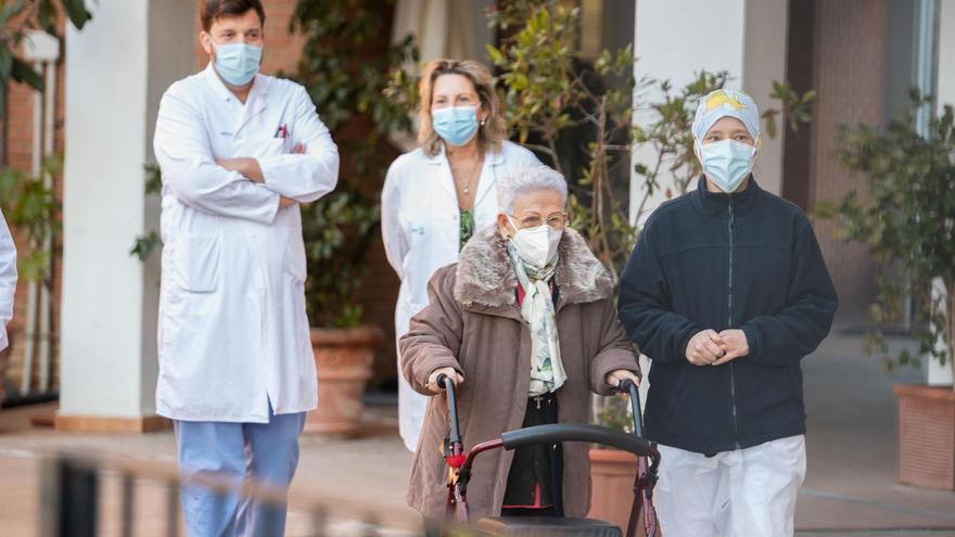Castilla-La Mancha ya administra la segunda dosis de la vacuna en residencias de mayores