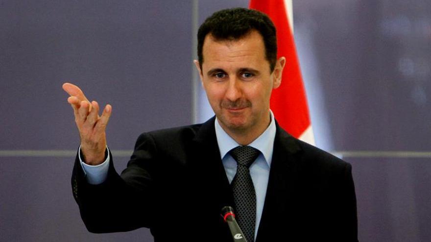Inusual aparición pública de Al Asad fuera de Damasco